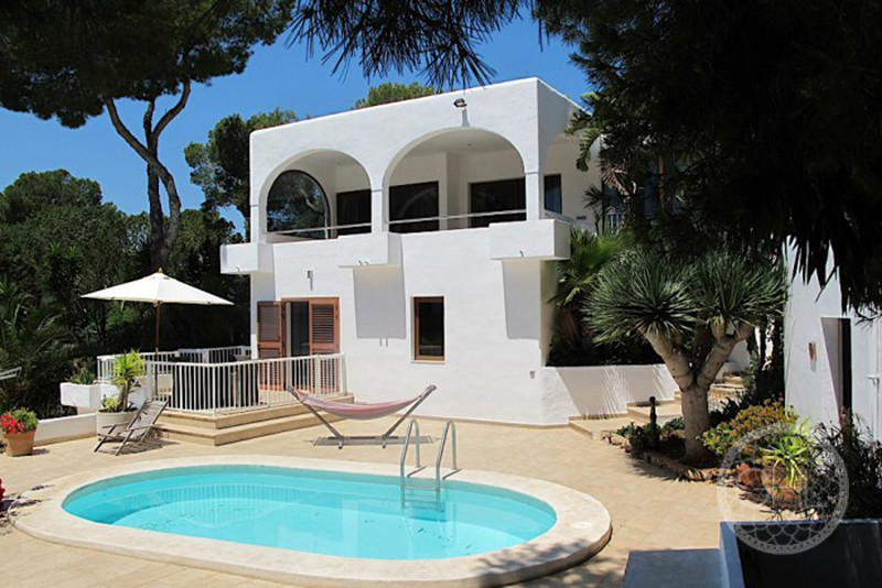 Beautiful villa in first line to the sea