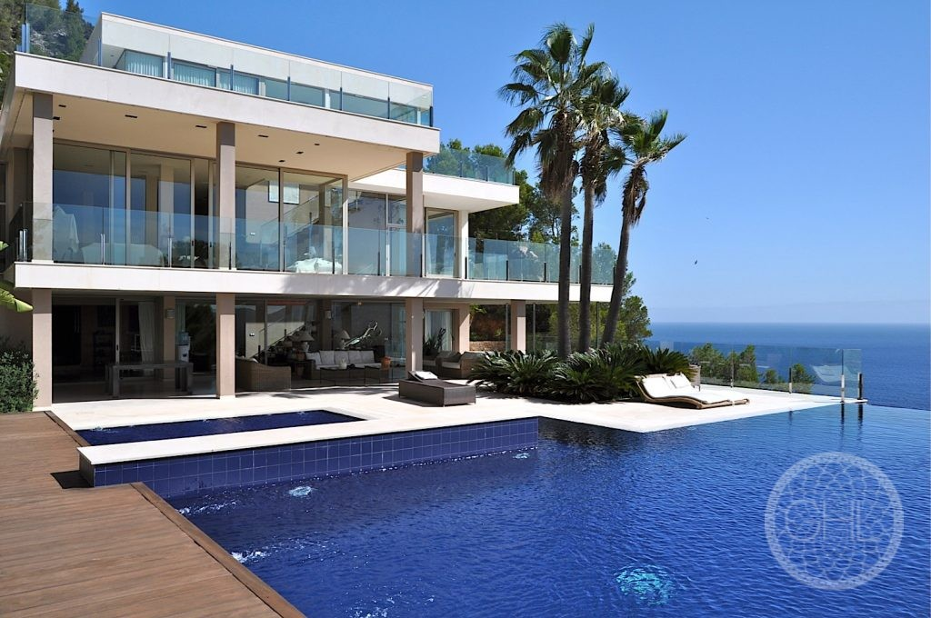 Luxury mansion with breath-taking views