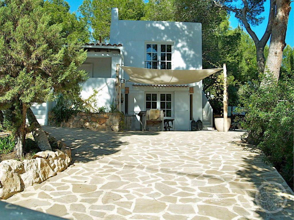 Beautiful villa close to beaches