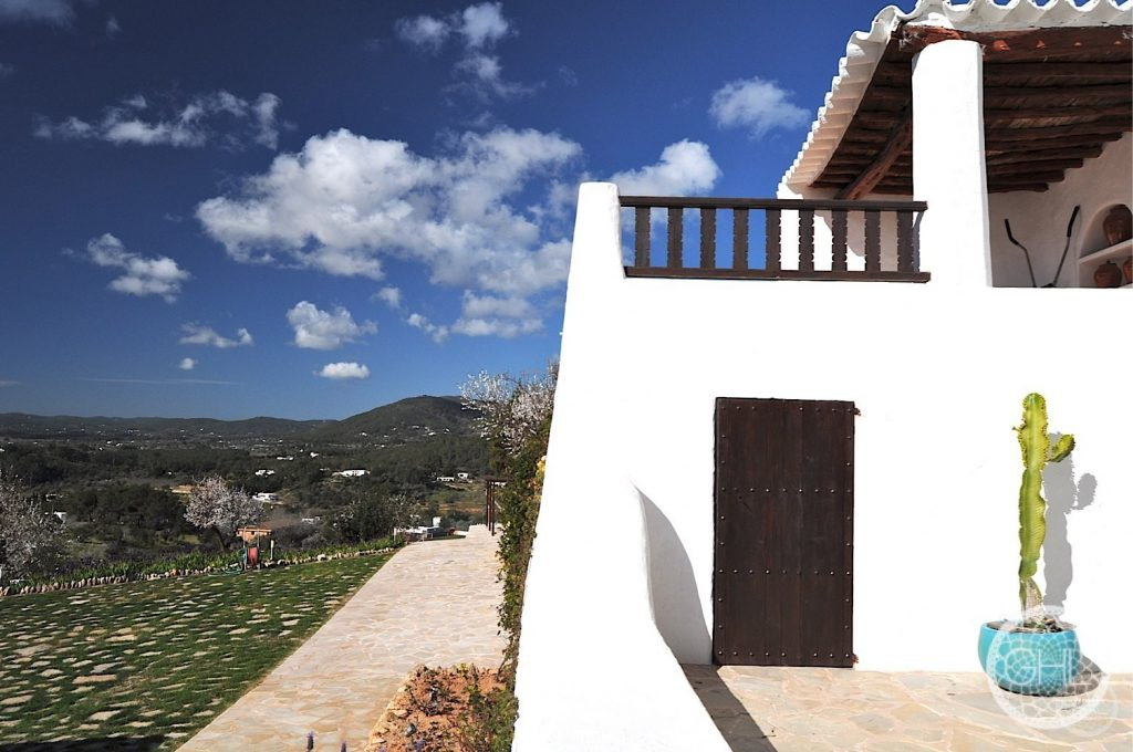 Rare mountain and sea views Finca