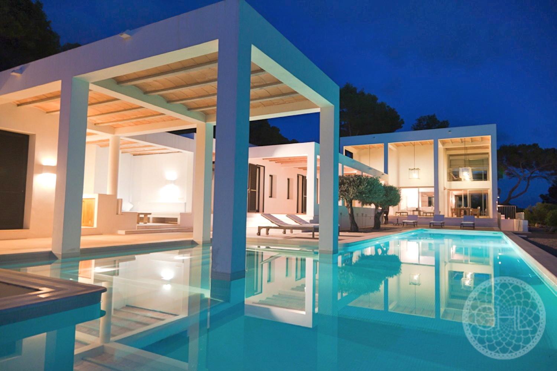 Spectacular countryside modern villas