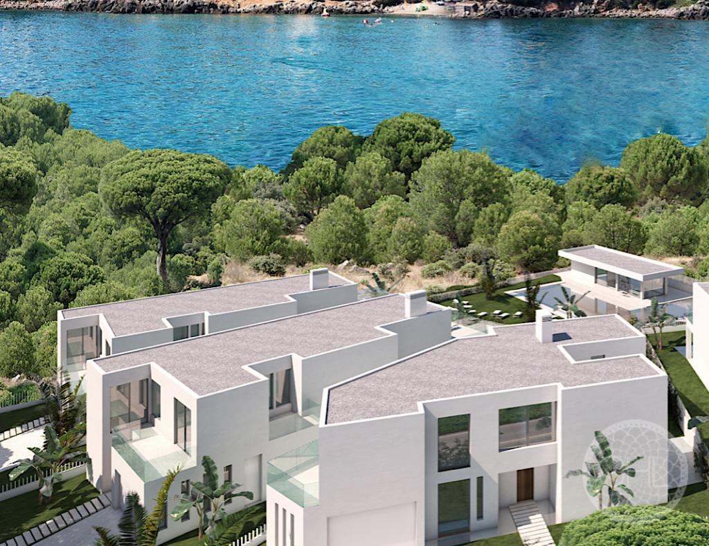 New detached villas near the beach