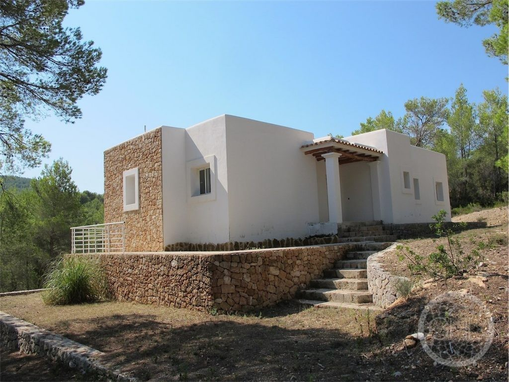 Brand new villa in fantastic location