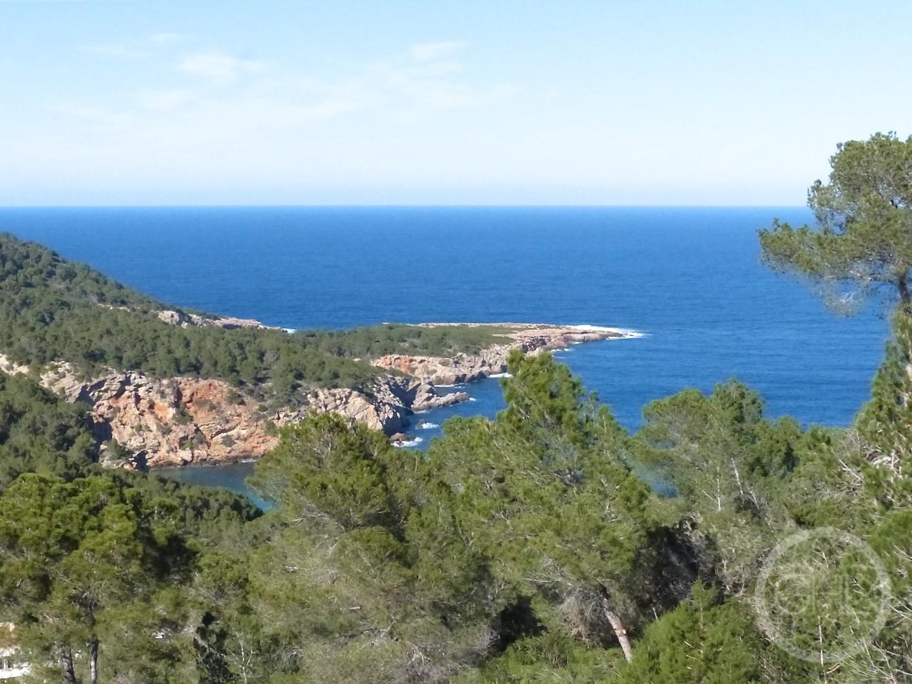Beautiful sea views villa in the hills