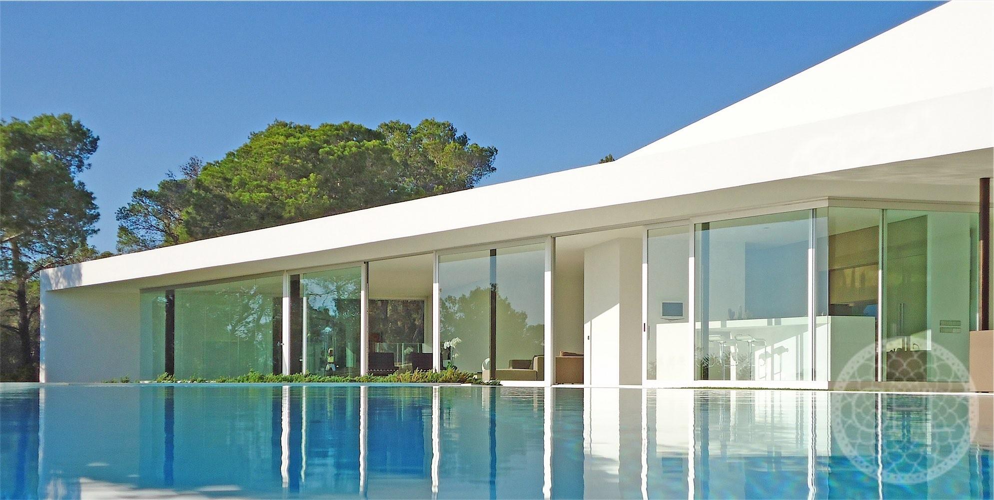 Stunning modern villa with sea views
