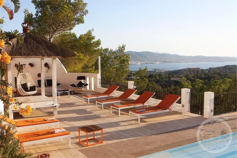Mediteranian villa with amazing views