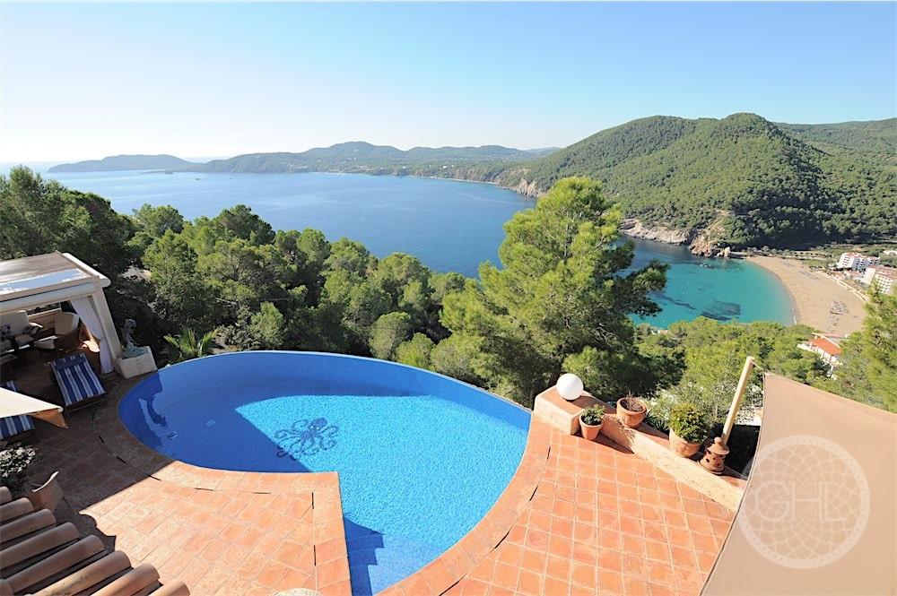 Unique villa with outstanding views