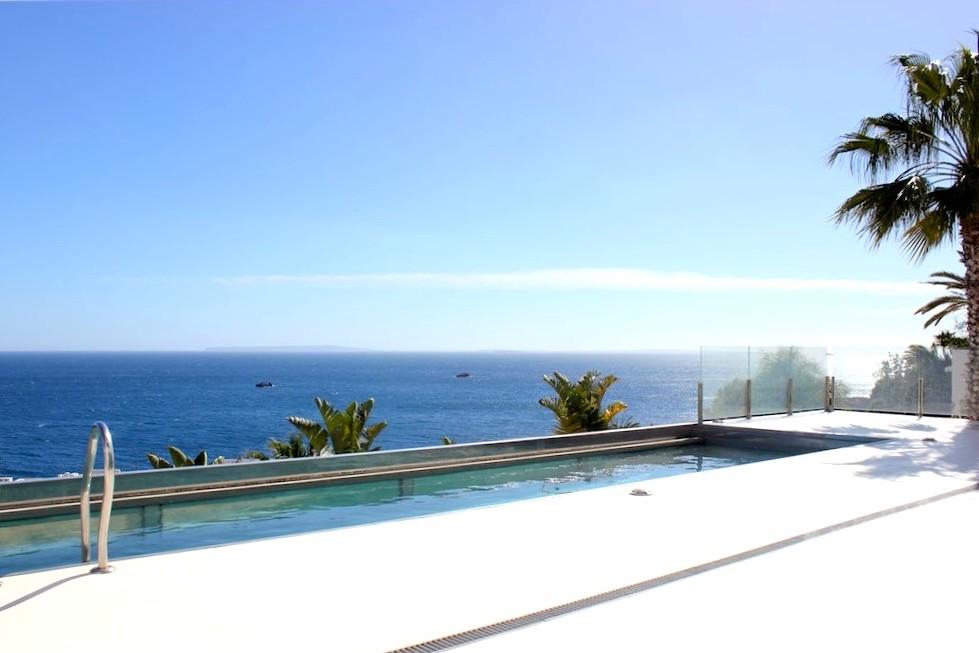 Minimalistic villa with stunning sea views