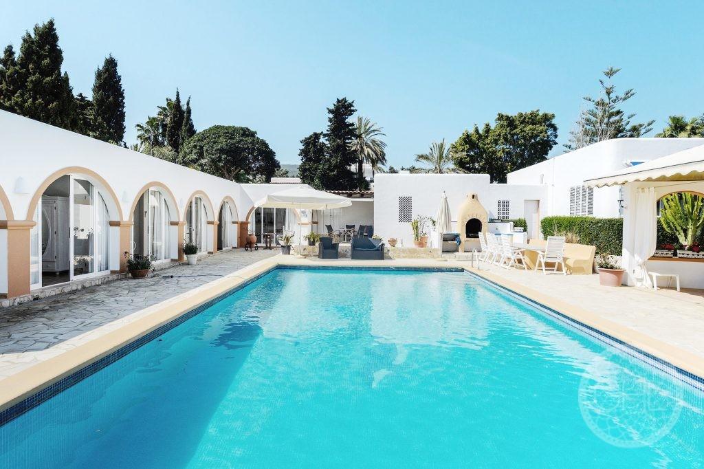 Wonderful modern villa in walking distance to town