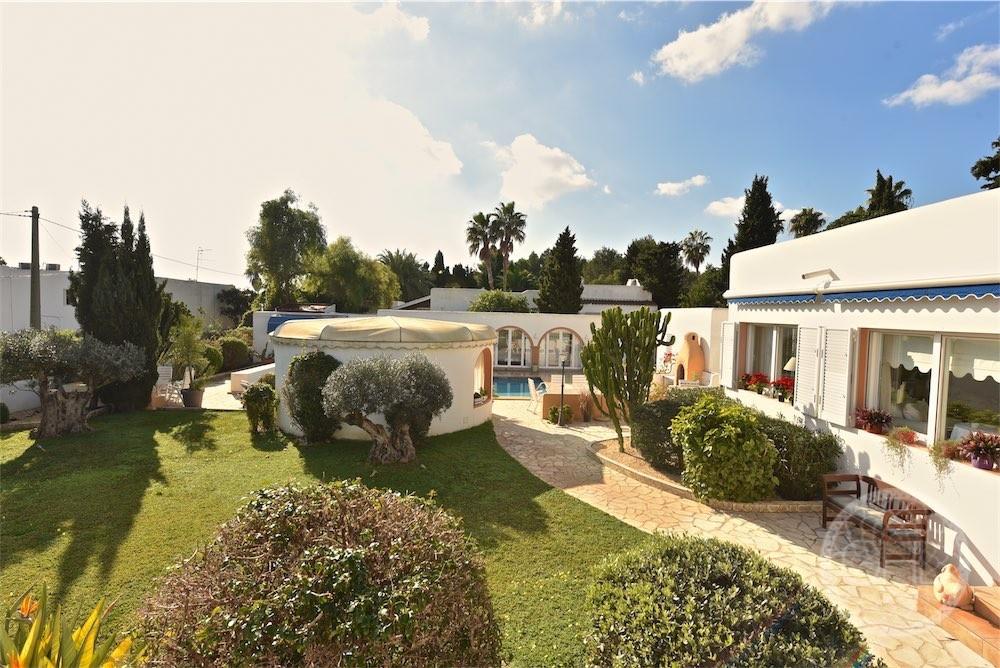 Maravillosa villa moderna al lado de la ciudad gould for Ciudad jardin ibiza