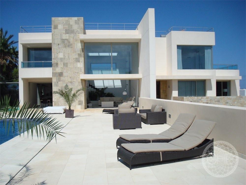 Belle villa moderne avec vue panoramique sur la mer et sur Es Vedrà