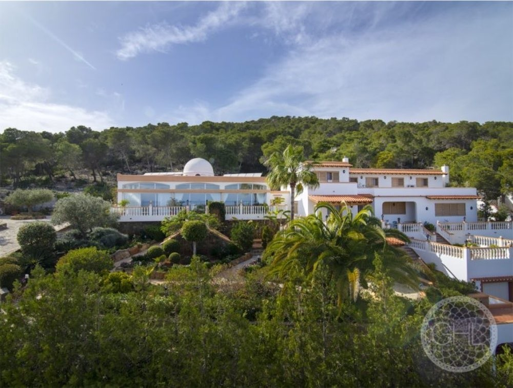 Beautiful sea views hilltop villa with tourist rental license