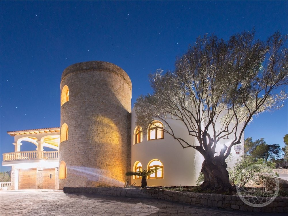 Villa im Hacienda-Stil mit Meerblick