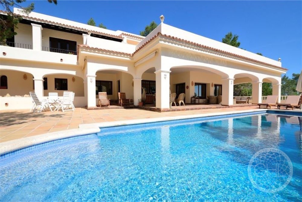 Mediterranean style villa with tourist rental license