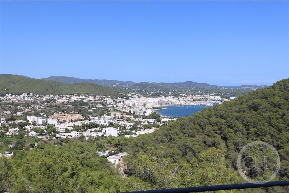 Apartamento con vistas al mar en la colina