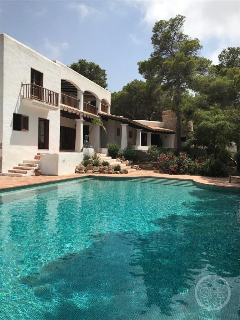 Wunderschöne, geräumige Finca im Westen Ibizas