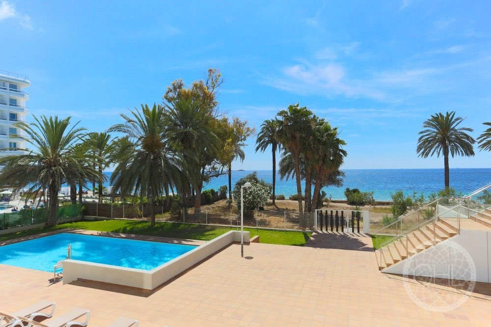 22 apartments with 1st line sea views in Playa d'en Bossa