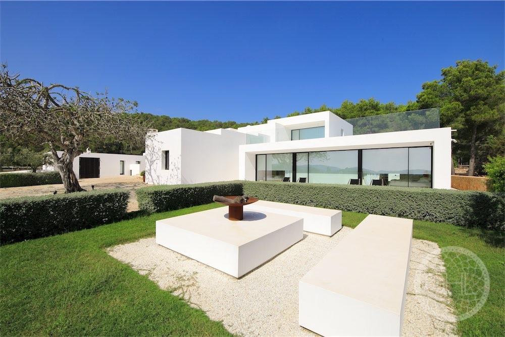 Villa excepcional moderna en increíble finca con vistas al mar