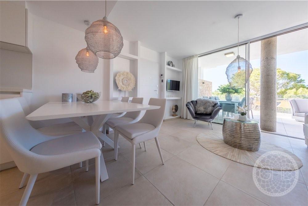 Apartamento elegante con vistas al mar en un complejo moderno