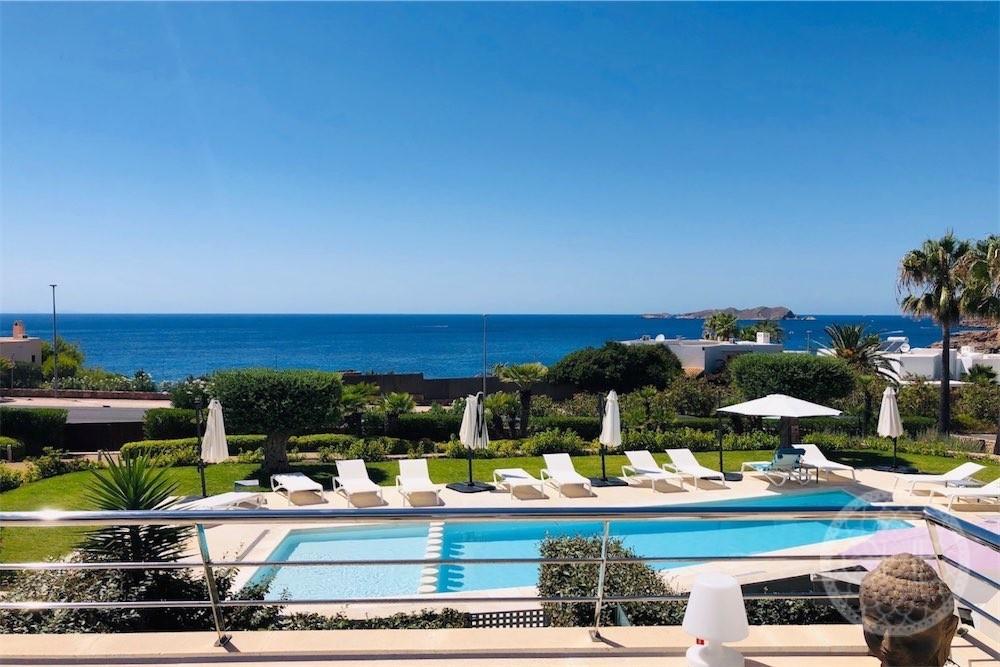 Hermoso apartamento con vistas al mar y al atardecer